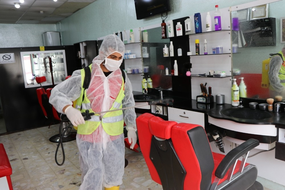 Viranşehir'de berber ve kuaförler dezenfekte edildi