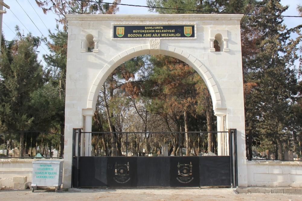 Bozova'da kent park yapımını sürdürüyor