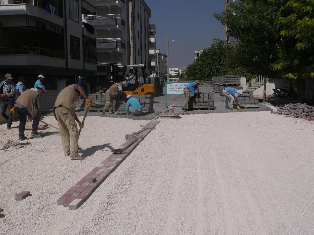 Haliliye'de yol yenileme çalışmaları sürüyor