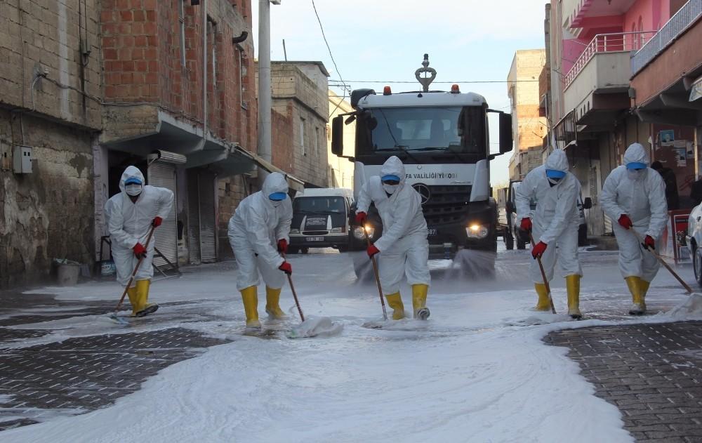 Eyyübiye Belediyesi temizlik çalışmalarını aralıksız sürdürüyor
