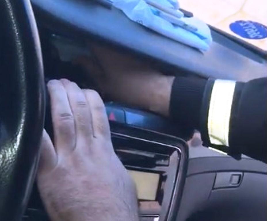 Gümrükten geçmeye çalışan otomobilin klimasında 51 adet cep telefonu bulundu