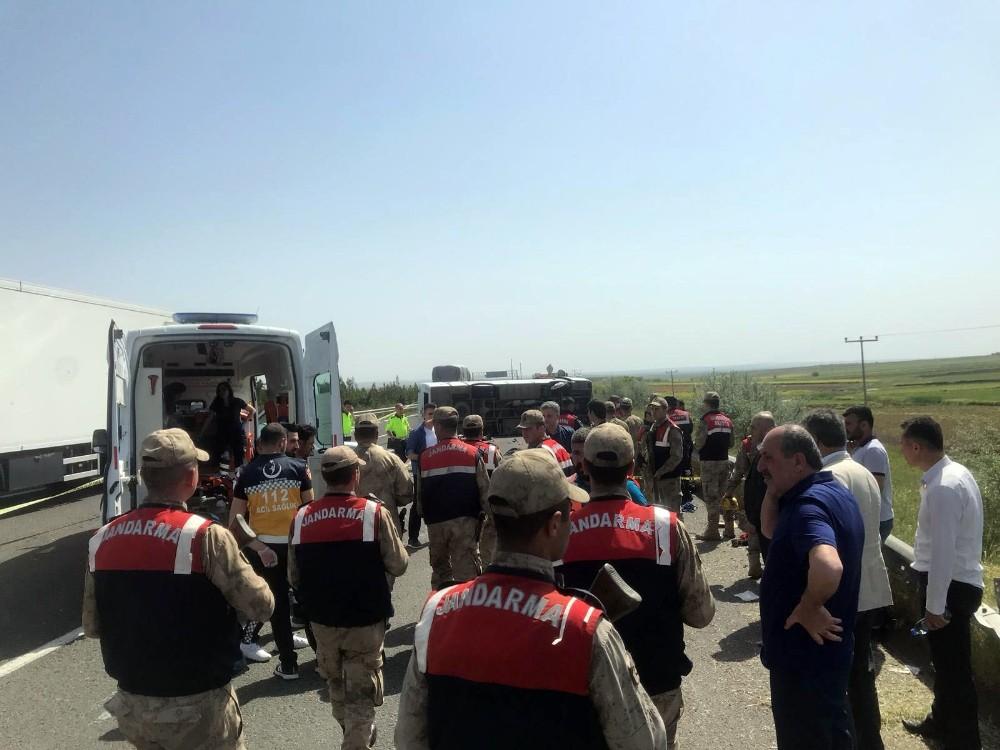 Otobüs devrildi: 5 ölü, 14 yaralı