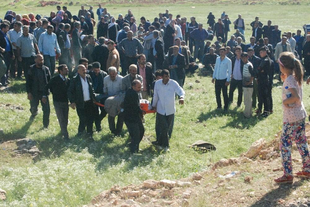 Trafik kazasında ölenlerin cenazeleri gözyaşları arasında morga taşındı