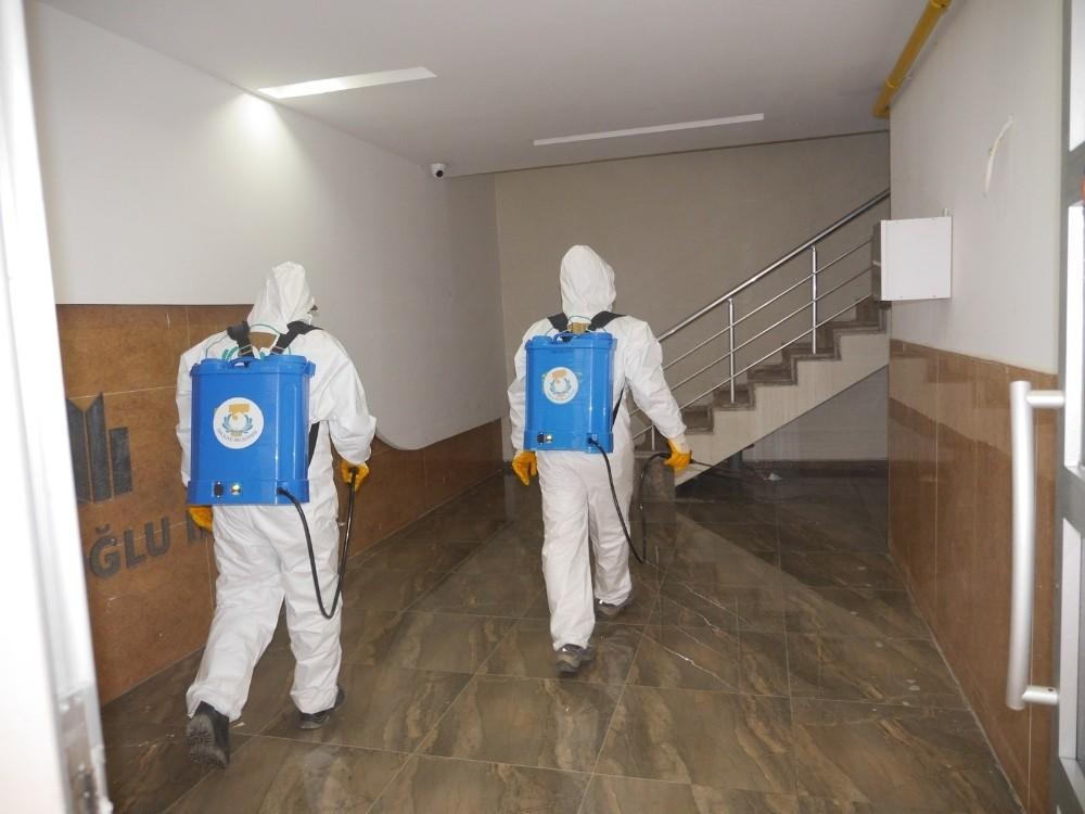 Haliliye'de apartman girişleri dezenfekte edildi