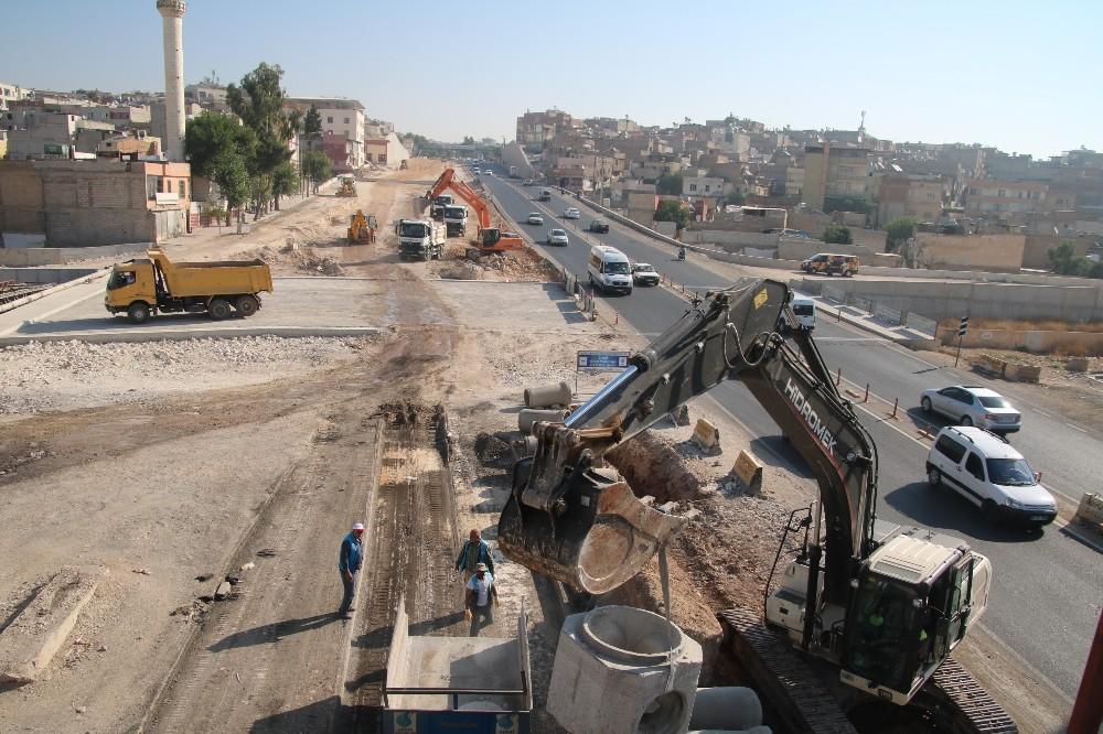 Belediyenin devraldığı köprülü kavşakta çalışmalar hızlandırıldı