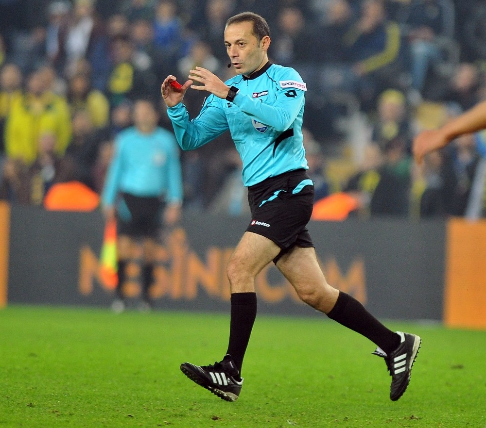 UEFA'dan Cüneyt Çakır'a Devler Ligi'nde görev