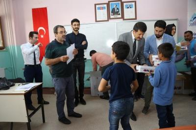 Başkan Ekinci öğrencilere Aayakkabı Dağıttı