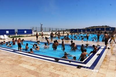 Büyükşehir'in Havuzlarından Bir Haftada 50 Bin Vatandaş Yaralandı