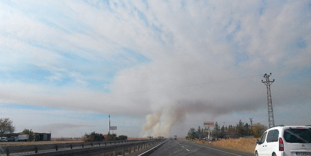 Gökyüzüne ulaşan dumanlar hortum paniği yaşattı