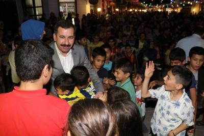 Çocuklardan Başkan Baydilli'ye Sevgi Seli