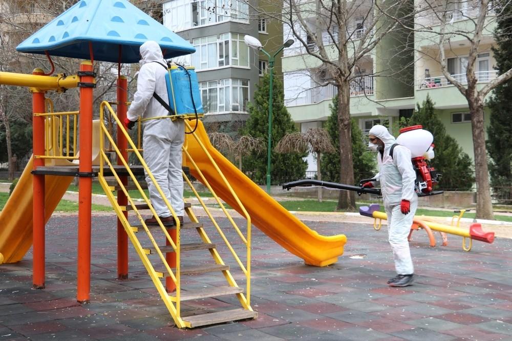Karaköprü'de 116 park dezenfekte edildi