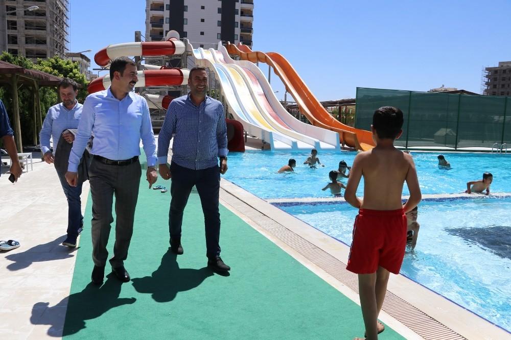 Baydilli gençleri havuza davet etti