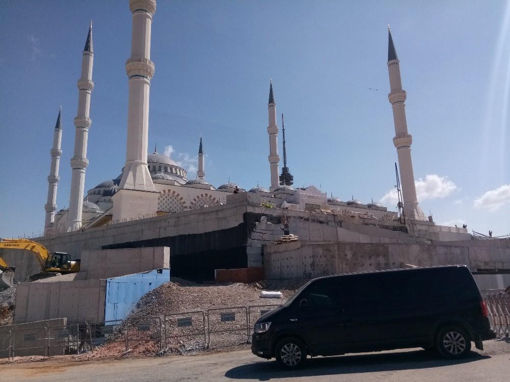 Cumhurbaşkanı Erdoğan Çamlıca Camii'nde incelemelerde bulundu