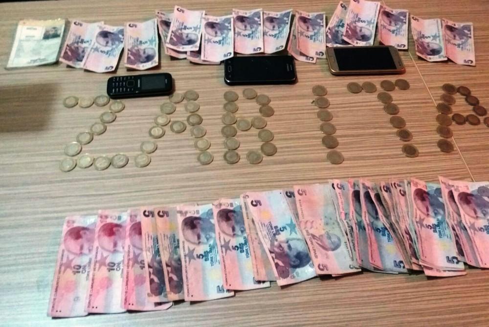 Babalarının dilendirdiği 4 çocuğun üzerinden bir saatte topladıkları 340 lira çıktı