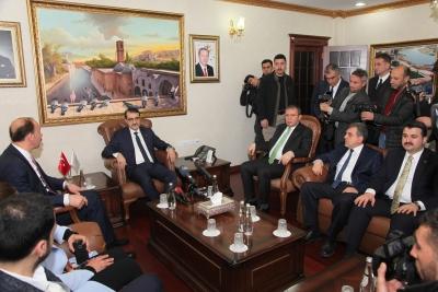 Enerji Ve Tabii Kaynaklar Bakanı Şanlıurfa'da Çiftçilere Müjde Verdi