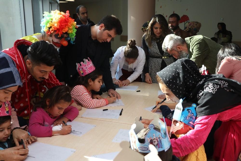 Hasta çocuklara yeni yıl sürprizi