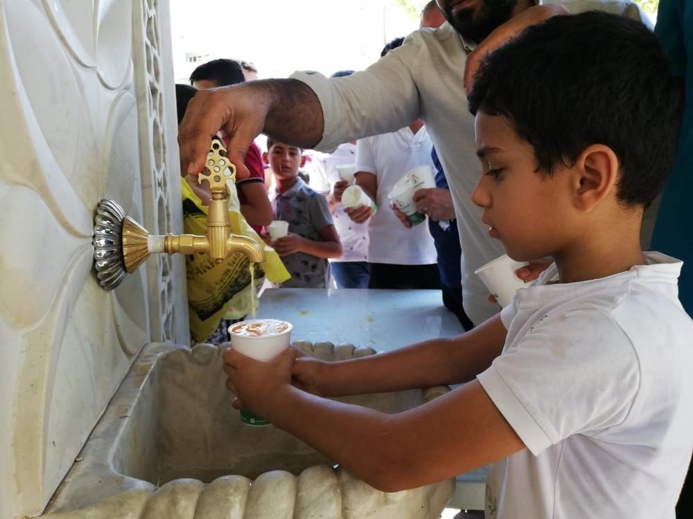 Karaköprü'de ikram çeşmesinden limonata akıyor