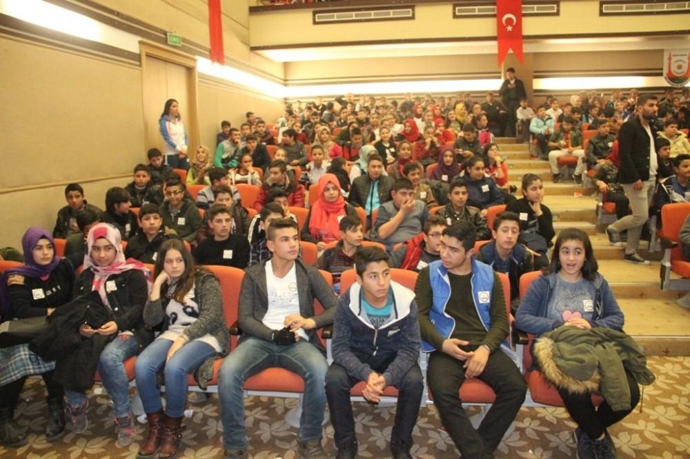 Şanlıurfa'da 8. sınıf öğrencilerine soru bankası dağıtıldı