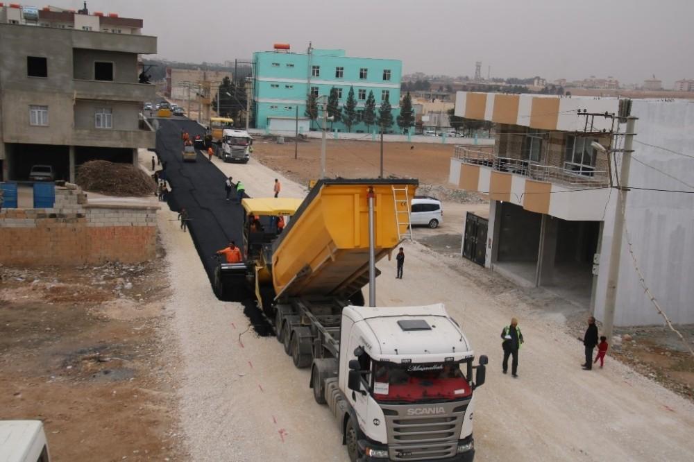 Akçakale'de sıcak asfalt çalışması
