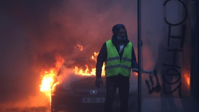 Fransa Olağanüstü Cumartesiye Hazırlanıyor