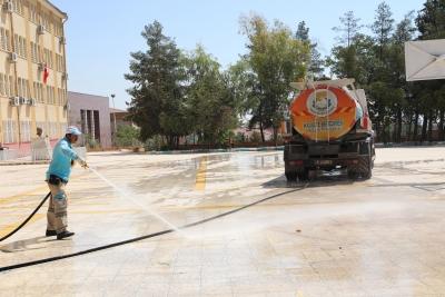 Haliliye'de okul bahçeleri eğitim dönemine hazırlanıyor