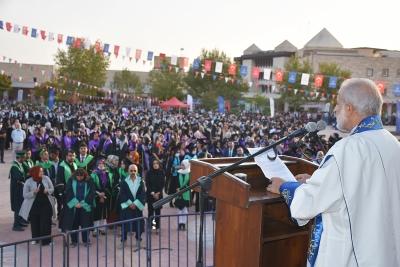 Harran Üniversitesi'nden Coşkulu Mezuniyet Kutlaması