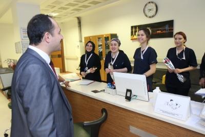 İl Sağlık Müdürü, 8 Mart Dünya Kadınlar Günü'nü Hastaneyi Ziyaret Ederek Kutladı.