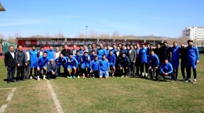 Karaköprü Belediyespor camiasından futbolculara çağrı;