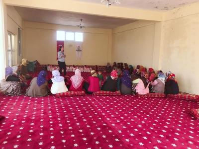 Karaköprü Kırsalındaki Kadınlara Hijyen Ve Sağlık Eğitimi Veriliyor