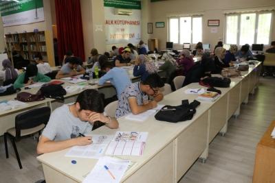 Karaköprü'de Sınavlara Hazırlanan Öğrencilere Çalışma Ortamı Hizmeti