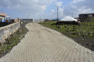 Kırsal mahalleler çamurdan arındırılıyor
