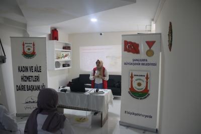 """KURSİYERLERE """"HELİKOPTER EBEVEYNLİK"""" UYARISI"""