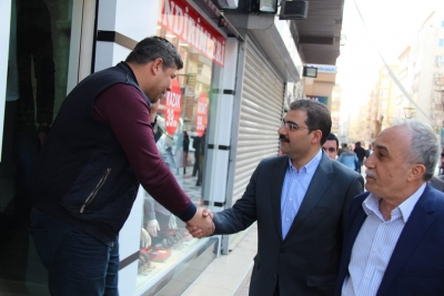 Mehmet Canpolat Bağlarbaşı ve Bahçelievler Mahallesin'de esnafları ziyaret ederek sorunlarını dinledi.