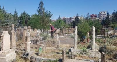 Mezarlıklarda çevre temizliği