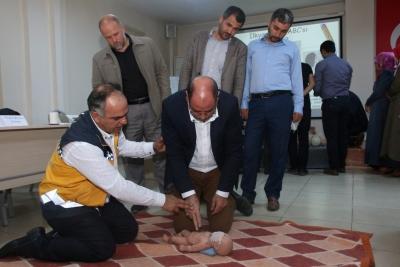 Şanlıurfa Karaköprü Kaymakamlık Personeli, Müftülük personeli ve İmamlara yönelik Temel İlk Yardım Uygulama Eğitimi verildi.