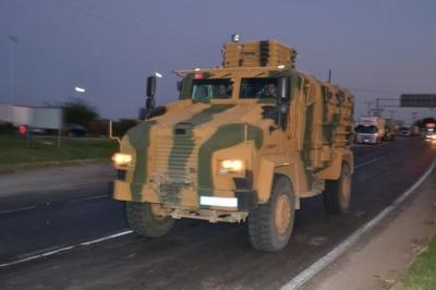 Şanlıurfa'da Suriye sınırına askeri sevkiyat başladı