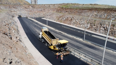 Şanlıurfa'da tam kapanmada asfalt çalışmaları