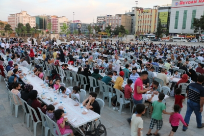 Şanlıurfalılar İftarda Rabia Meydanın'da Buluşuyor