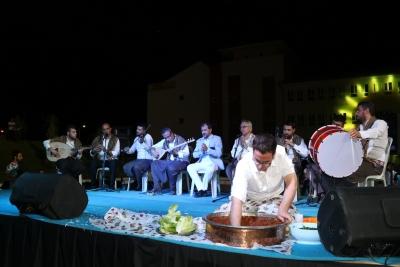 Seyrantepe'de Vatandaşlar Sıra Gecesinde Doyasıya Eğlendi