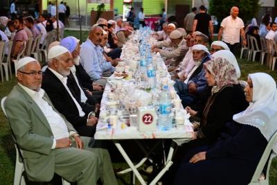 Yeşeren Çınarlar Büyükşehir'in İftarında Buluştu